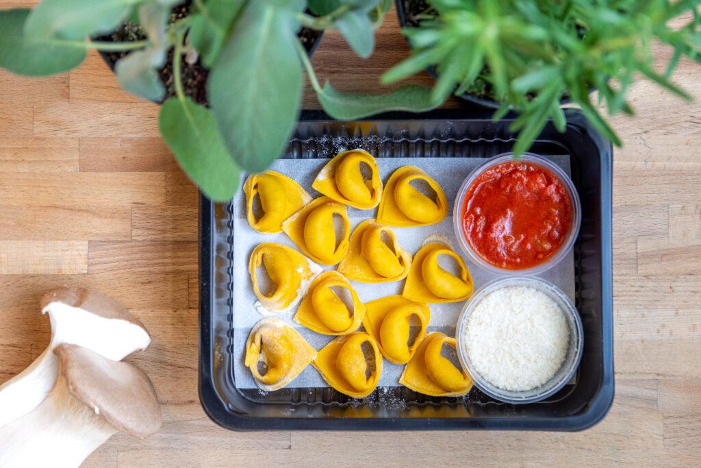 Tortellini z włoskimi wędlinami